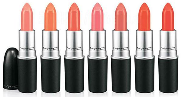 Labiales de Mac. De izquierda a derecha: Flamingo (coral brillante lechoso), Neon Orange (naranja brillante), Razzledazzler (melocotón claro), Sushi Kiss (coral),  Sweet & Sour (melocotón suave), Tangerine Dream (naranja cálido), Tart & Trendy (naranja medio)