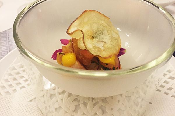 Ceviche de Albacora con cebolla Guayonge, cilantro y mango